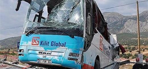 Автобус з туристами потрапив у велику ДТП в Туреччині. Кадри з місця аварії