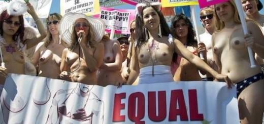 У Канаді жінки пройшли топлес-маршем